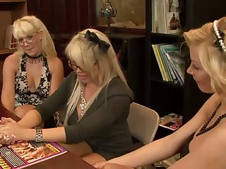Hopeful curvy Holly Sampson invites two more blondies of lesbian sex