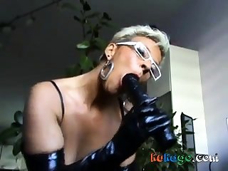 German mature milf showing hot fro suck a dick