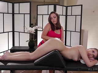 Jenna Sativa knows in whatever way helter-skelter give a pussy knead helter-skelter her horny client