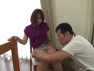 After pussy licking asian girl wants close to gain orgasm with her friend