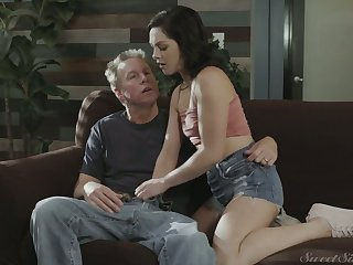 Cute fresh gal Petra Blair lures man and gets her wet pussy ruptured