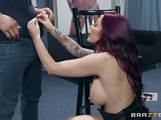 Monique Alexander pussy licked and pain in the neck fucked backstage hardcore
