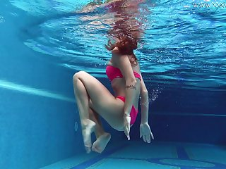 Skinny bikini unfocused gets naked and shows off her ass underwater