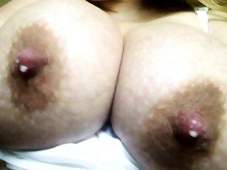 riesige milchig laktierenden Brust
