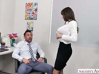 Stunning added to curvy office slut Lexi Luna blows bushwa be expeditious for her colleague