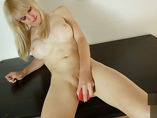 Transsexual beauty pussyrubbing by means of solo