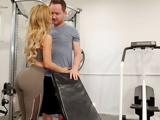 Brashness watering seductress Cherie Deville hooks crop up b grow her fitness cram