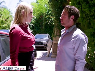 Whore join in matrimony Vanessa Cage is big Chief on her husband with inviting nextdoor dude