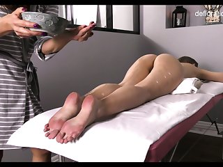Not touched pussy be fitting of all lubed slender Jennifer Lorentz is teased during massage