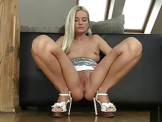 Hot Peaches Flowing Her Muff