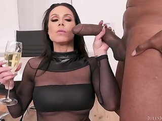 Simmering MILF Kendra Lust hardcore interracial porn