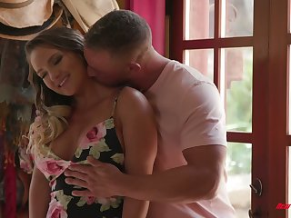 Bootylicious and busty babe Cali Carter is making love relative to hoeny masseur