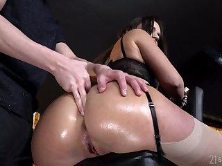 Amazing Lana Roy exposes her gorgeous boodle which needs kinky polishing