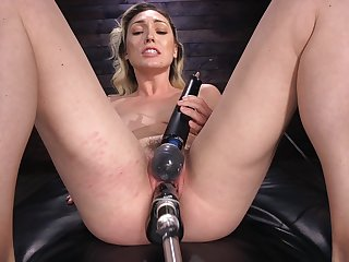Milf tries the fucking machine in a brutal solo