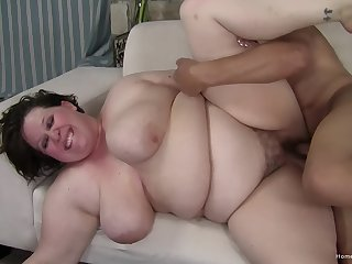 Fat woman gets fucked in her hairy cunt then jizzed