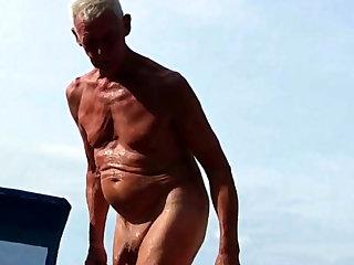 Nudist Opa am Strand - 2