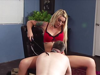 Ladyboy Aubrey Kate fucks with her lover without shrift on the table