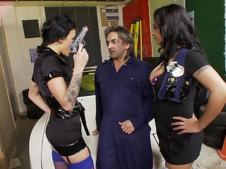Female cops fianc