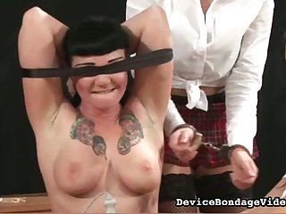 This blindfolded bitch loves having will not hear of pussy toyed ahead of time interexchange people