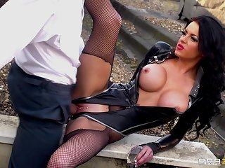 Hardcore outdoors fucking between a simmering dude with an increment of Stacey Lacey