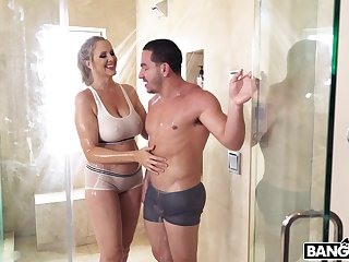 Mature mommy Julia Ann craves for a fat dick and finds the out-and-out one