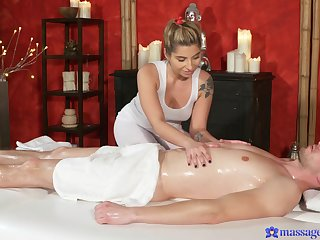 Massage leads hot blonde to please the consumer with a pilfer end