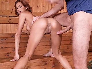 Veronica leal - squirting regarding the sauna