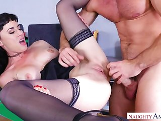 Olive Glass fucking in eradicate affect chair with her natural tits
