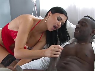 Tasty cream on pussy after the MILF tries BBC